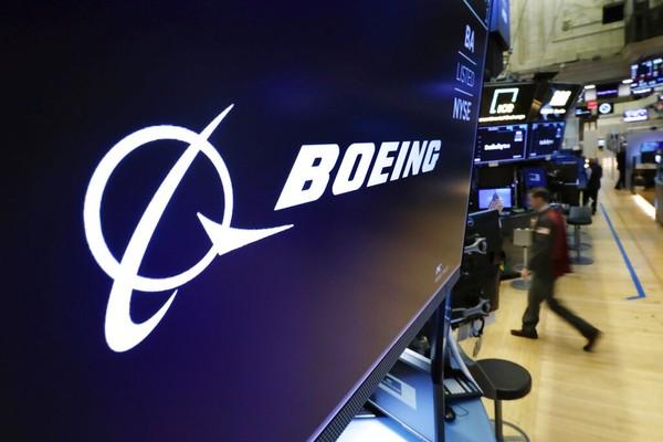 Boeing deixa em terra dezenas de aviões após descoberta de fissuras