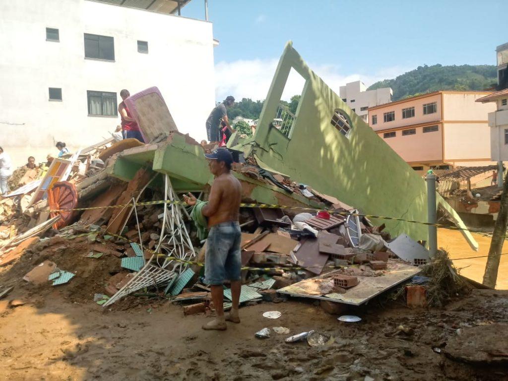 """339ca4e5 77e9 4f92 98e9 a3b836fba11d 1024x768 - Tsunami de agua doce """"varre"""" cidade de Iconha."""
