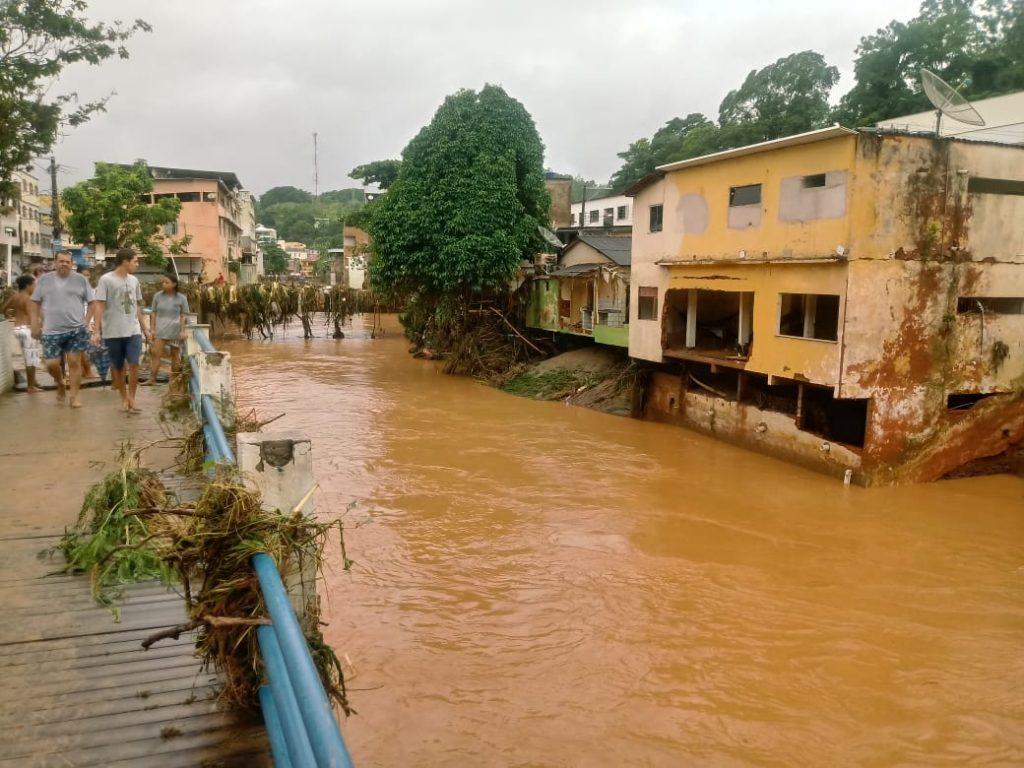 """5d5f3c8c 418c 43ec a1eb 5243fa5feda6 1024x768 - Tsunami de agua doce """"varre"""" cidade de Iconha."""