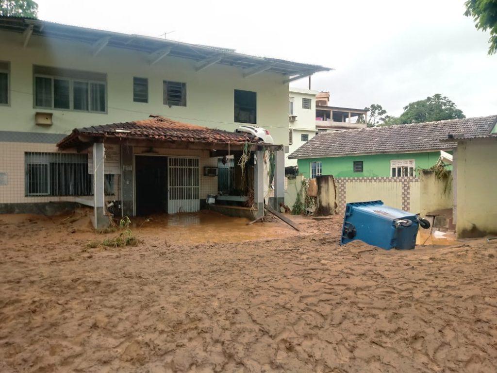 """64c616a1 9a70 4021 ab93 d560807d33a6 1024x768 - Tsunami de agua doce """"varre"""" cidade de Iconha."""