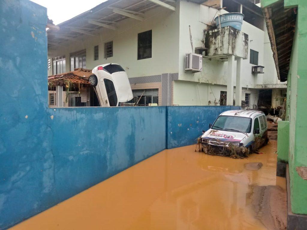 """96d6c05b 880d 4aff af63 60c935841c06 1024x768 - Tsunami de agua doce """"varre"""" cidade de Iconha."""