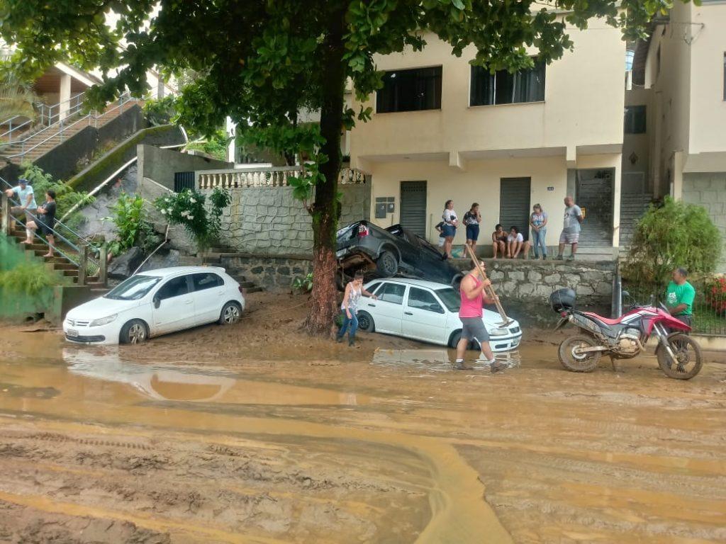 """aa92df09 4ef1 49d4 b1b4 09aa6d205734 1024x768 - Tsunami de agua doce """"varre"""" cidade de Iconha."""