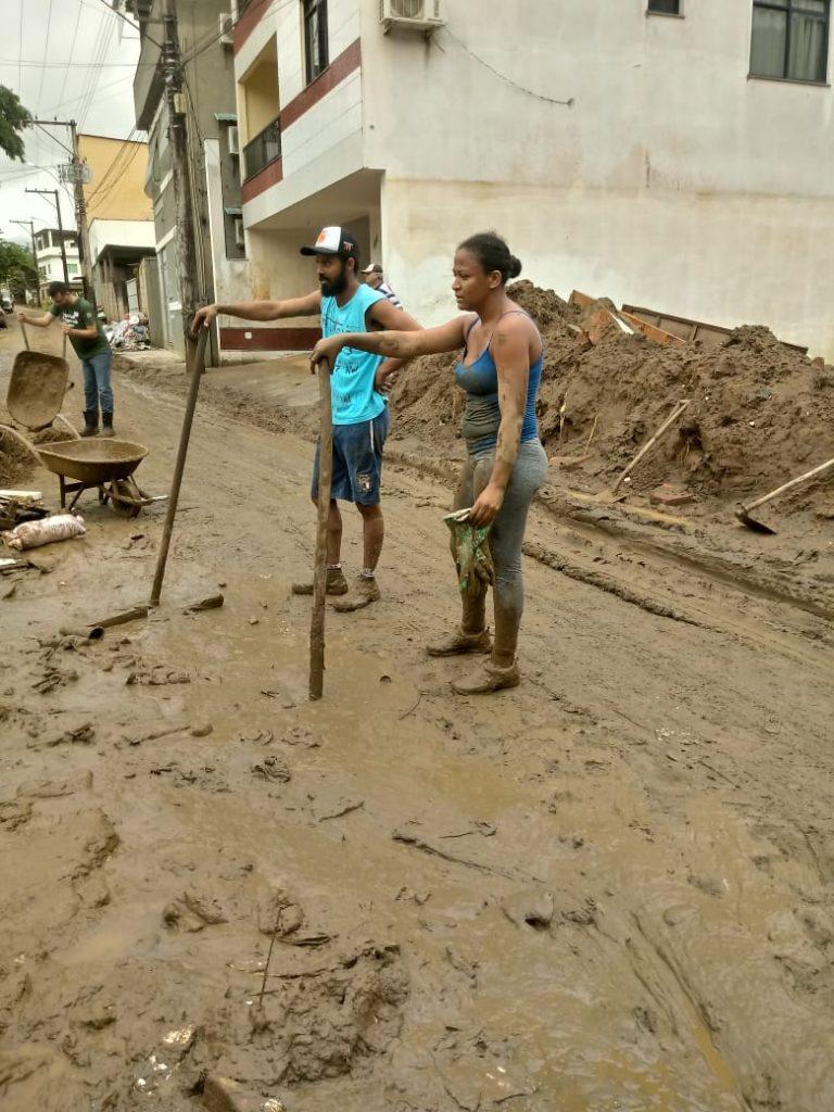 """c6621fcc 186d 43e9 a263 730beed24c98 768x1024 - Tsunami de agua doce """"varre"""" cidade de Iconha."""