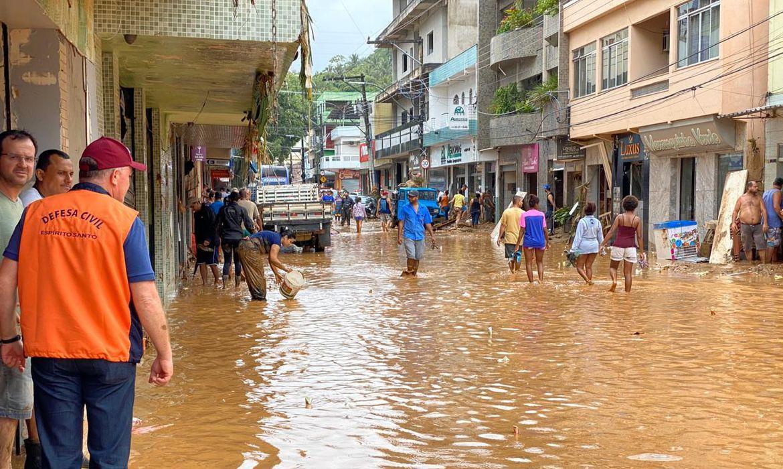 Moradores de cidades afetadas pela chuva já podem sacar Bolsa Família