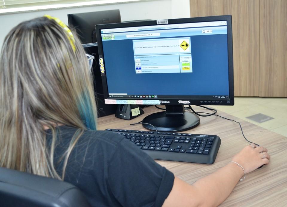 Detran ES reforça importância de cidadãos acessarem serviços on-line