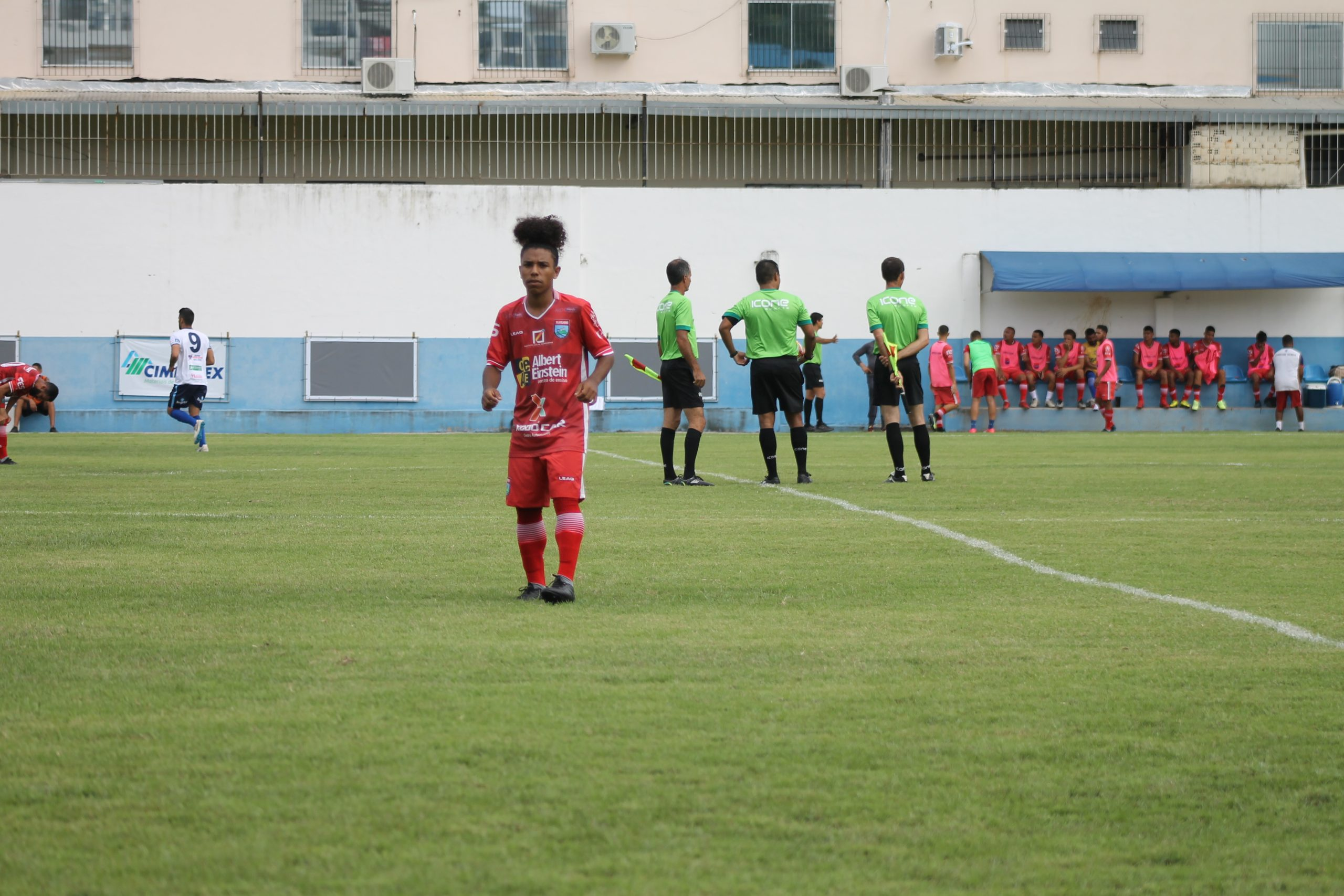 Vitinho festeja primeiro gol como profissional no VilaVelhense