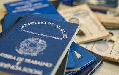 carteira de trabalho 400x255 - Brasil perde mais de 860 mil empregos formais em abril
