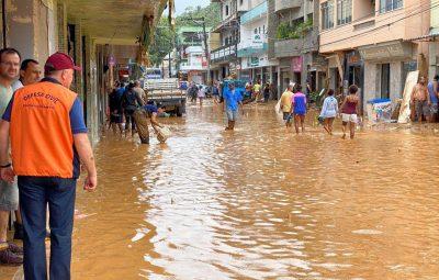 doações a atingidos de pelas fortes chuvas no ES 400x255 - Chuvas: moradores participam de campanha de doação de móveis