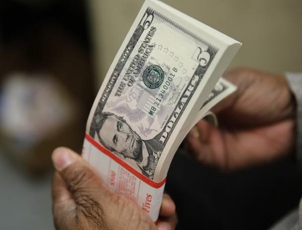 Dólar bate R$ 5 pela 1ª vez