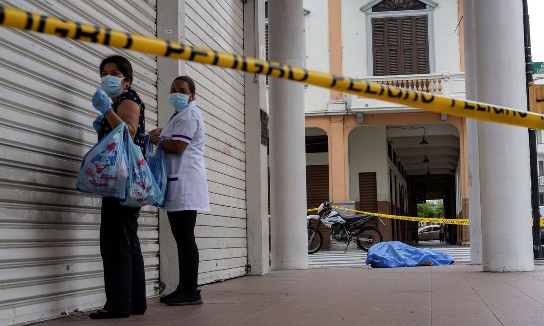 Sistema funerário do Equador entra em colapso por mortes pela covid-19