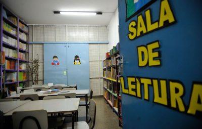 estudantes 400x255 - Lei autoriza distribuição de alimentos a famílias de estudantes