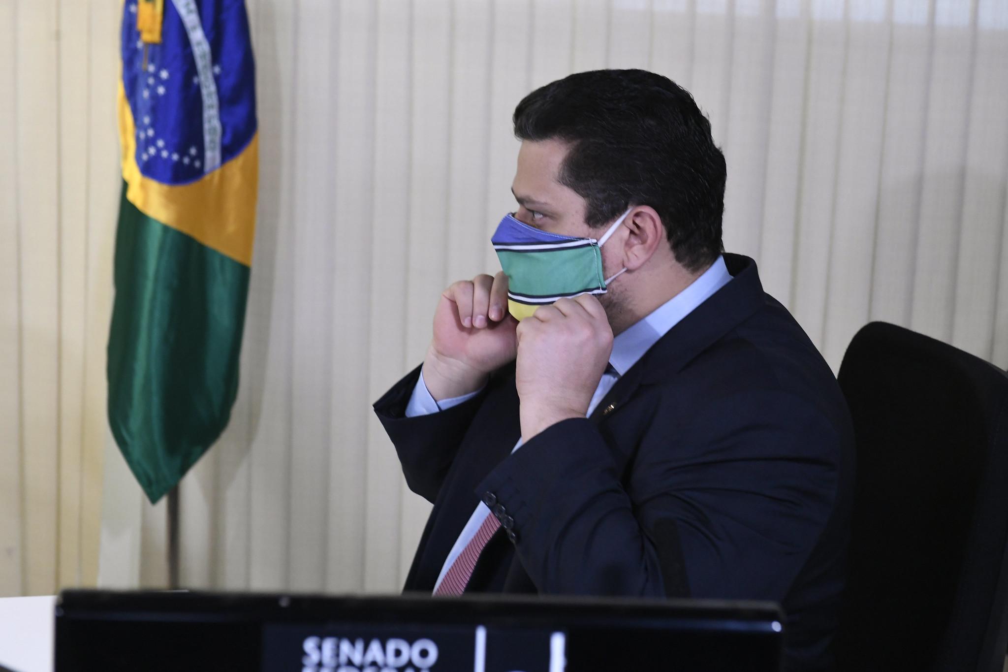 É direito do presidente vetar, diz Alcolumbre sobre ajuda a estados e municípios
