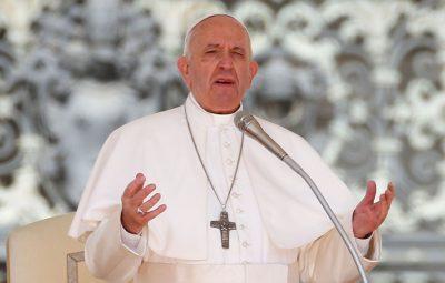 Papa Francisco 400x255 - Papa reza pelos que cuidam da limpeza de ruas e hospitais