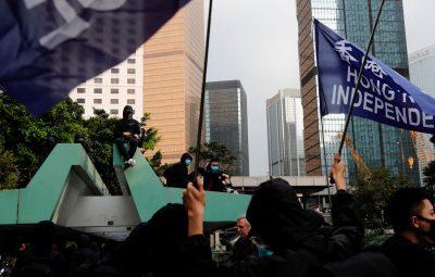 Polícia de Hong Kong 400x255 - Polícia de Hong Kong prende 300 durante protesto contra legislação