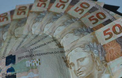 dinheiro 1 400x255 - Mercado financeiro espera queda da Selic para 2,25% ao ano