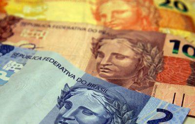 dinheiro 400x255 - Mercado financeiro prevê queda de 3,76% da economia este ano