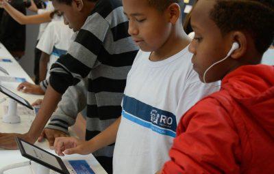 estudantes 400x255 - Brasil tem 4,8 milhões de crianças e adolescentes sem internet em casa