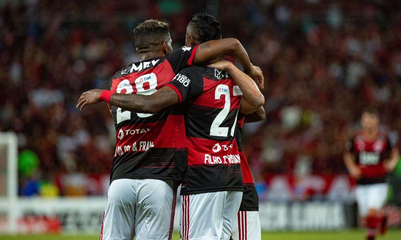 Flamengo fecha acordo com jogadores para redução de 25% dos salários