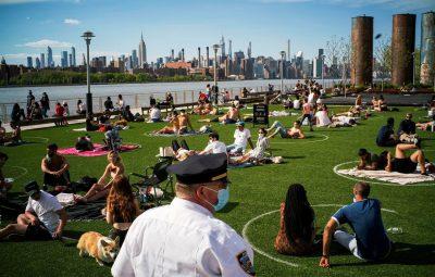 nova yorkdomino park brooklyndistancia social 1605200341 400x255 - EUA: até agora não houve aumento de covid-19 em locais que reabriram
