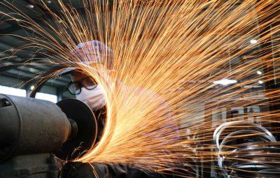 usina siderurgica mascara de protecao industria 400x255 - Mercado financeiro prevê queda de 5,12% na economia este ano
