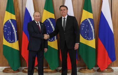 bolsonaro 400x255 - Bolsonaro conversa com Putin sobre cooperação na área de saúde