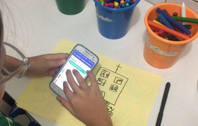 celular 2 400x255 - Famílias têm papel fundamental na relação da criança com mundo digital