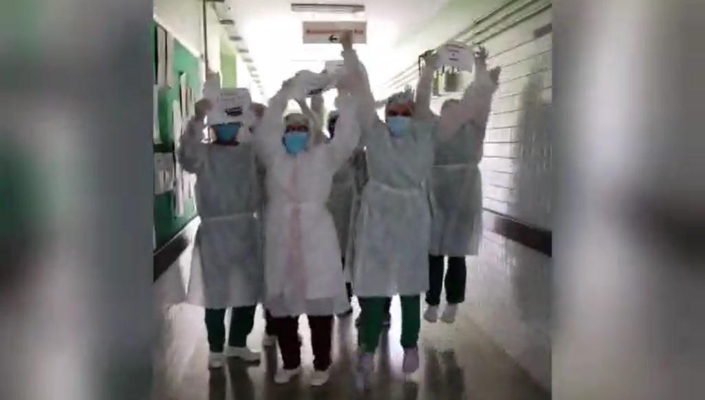 Hospital de Teresina zera internações de Covid-19 e funcionários comemoram