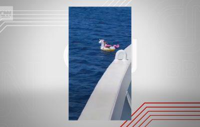 Menina de 4 anos em unicórnio inflável 400x255 - Menina de 4 anos é resgatada em alto mar na Grécia em unicórnio inflável