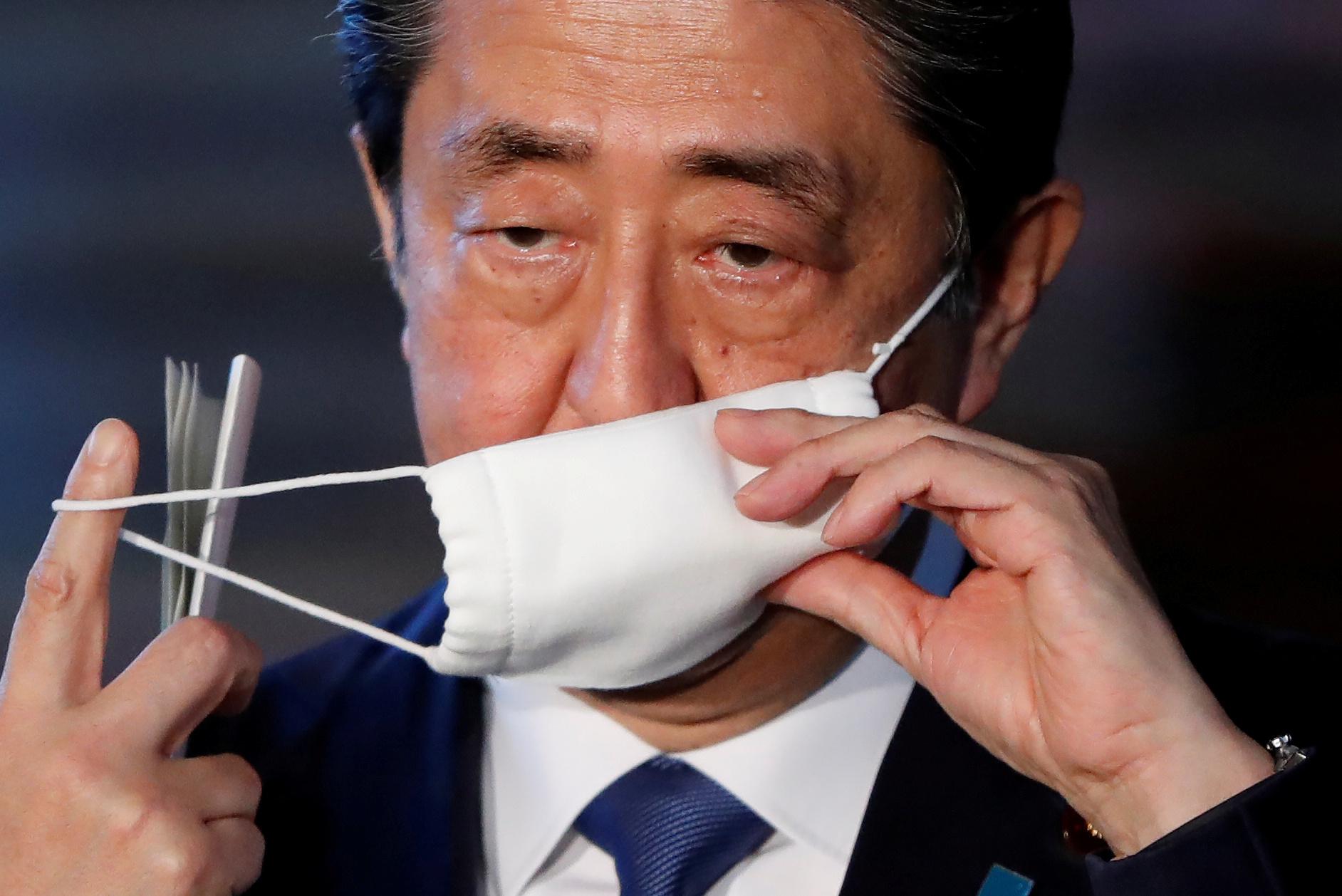Japão: idas de premiê Shinzo Abe a hospital geram preocupação sobre sua saúde