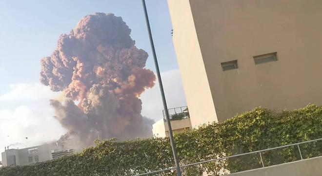Explosões no porto de Beirute, no Líbano, deixam ao menos 25 mortos