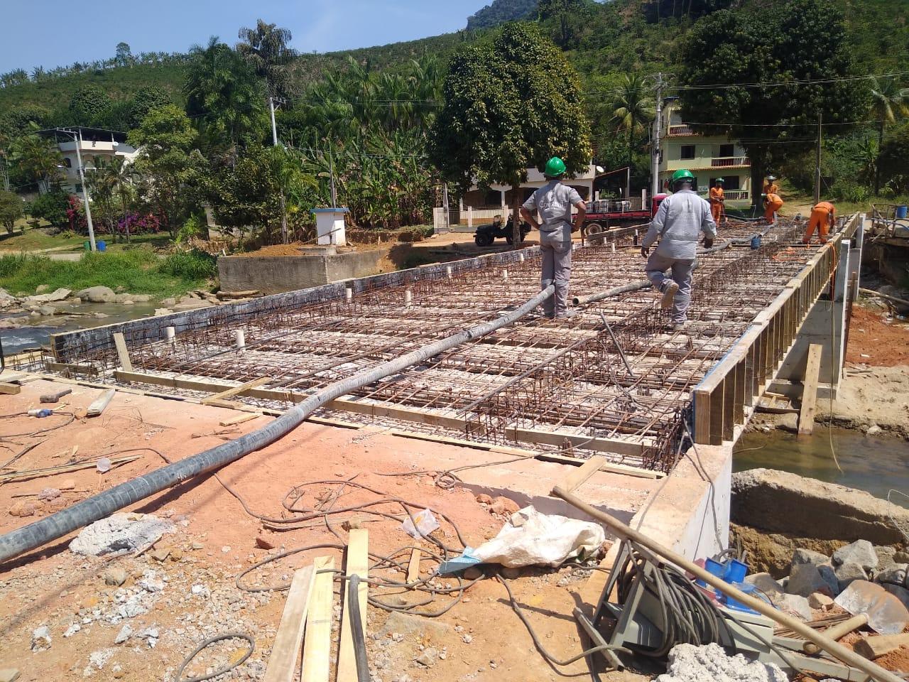 Nova ponte de Bom Destino em Iconha recebe últimos reparos de concreto