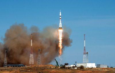 Astronautas russos e norte americana 400x255 - Astronautas russos e norte-americana partem para Estação Espacial