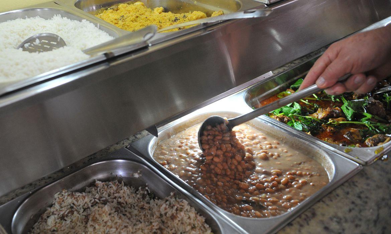 Famílias mais pobres destinam 26% da renda para compra de alimentos