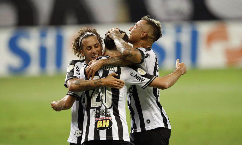Atlético-MG empata com Internacional e fica mais longe do líder
