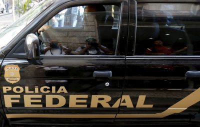 carro da pf durante operacao no rio de janeiro 400x255 - No Acre, PF investiga compra de votos nas eleições municipais