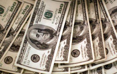 dolar 400x255 - Dólar cai para menor valor em quatro meses com euforia externa
