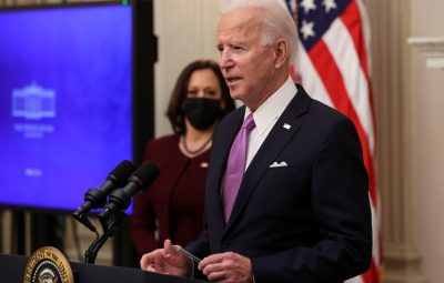Biden 400x255 - Biden anuncia plano para conter a pandemia de Covid-19 nos EUA; viajantes terão que cumprir quarentena