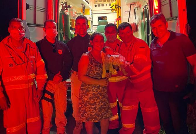 Equipes da Eco101 e PRF salvam bebe recem nascido em Guarapari 670x460 - Equipe de socorristas da Eco101 salva recém-nascido em Guarapari