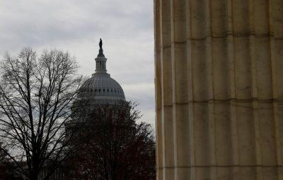 capitolio reuters 400x255 - Após invasão, Congresso dos EUA certifica vitória de Joe Biden