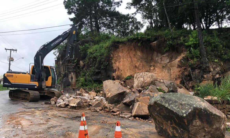 Chuvas provocam alagamentos e deslizamentos em Florianópolis