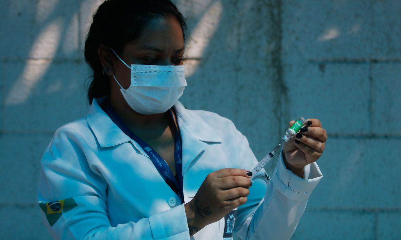 Saúde: mortes e casos de covid-19 ficam estáveis, diz boletim