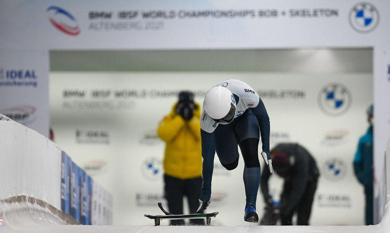 Brasileira vibra após melhor resultado do país no Mundial de skeleton