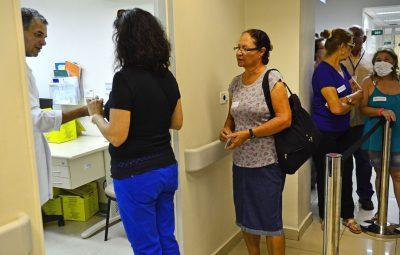 vacinacao 400x255 - Lei prevê multa de até R$ 98 mil para fura-fila da vacina em SP