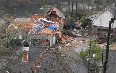 Tornados deixam ao menos cinco mortos e danos nos EUA 400x255 - Tornados deixam ao menos cinco mortos e danos nos EUA