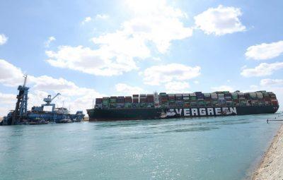 canal de Suez 400x255 - Remoção de porta-contêineres da margem pode liberar Canal de Suez