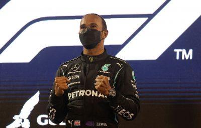 hamilton vence gp do bahrein 0 400x255 - Hamilton segura Verstappen em abertura épica de temporada na Fórmula 1