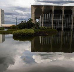 brasilia 60 anos espelho itamaraty 0420202398 2 250x242 - Brasil adere a projeto que liga América do Sul e Ásia por fibra óptica