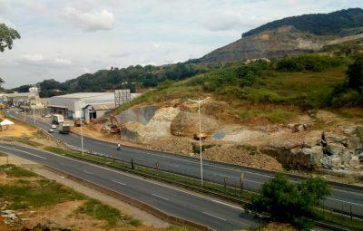 Desmonte de rocha no km 293 em Cariacica 400x255 - Folha Iconha