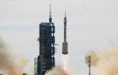 astronautas 400x255 - Astronautas chineses começam a fazer da nova estação espacial seu lar