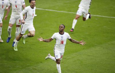 sterling inglaterra eurocopa 400x255 - Inglaterra avança às quartas da Eurocopa após bater Alemanha por 2 a 0